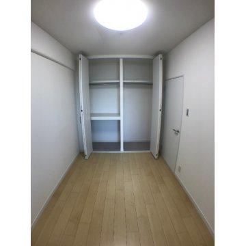 洋室2(収納)