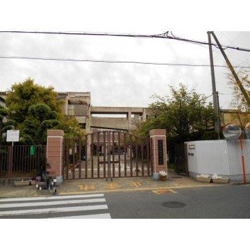 成法中学校